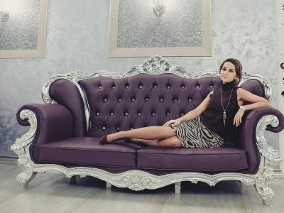 Девушка в банкетном зале