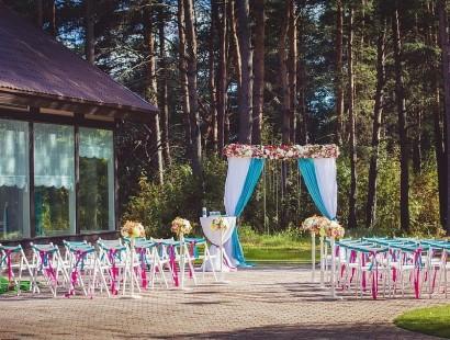 Где отметить свадьбу: преимущества праздника в загородном комплексе